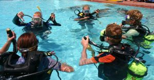 teaching how to scuba