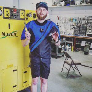diving unlimited international tls350 drysuit dry suit shorty shortie spyderco knife